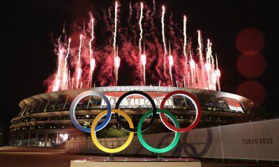 Las afueras del estadio olímpico de Tokyo en el momento de los juegos artificiales. Foto: #Tokyo2020 en Esoañol-Twitter.