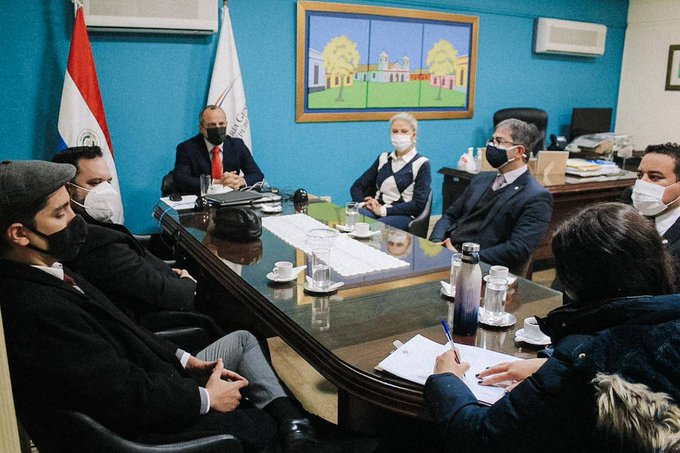 Equipo de fiscales en las oficinas de la Contraloría. Foto: Gentileza.