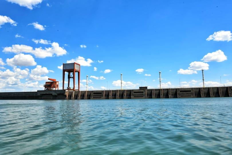 La bajante del río no impide a la central de Itaipú seguir cumpliendo con su compromiso de generación de energía. Foto: Gentileza.