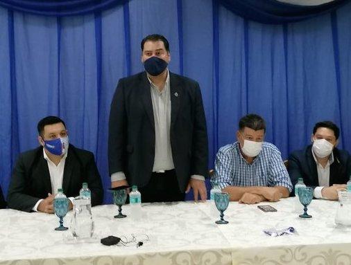 Iván Airaldi (Parado), candidato a intendente por el PLRA en Ciudad del Este. (@ivan_airaldi)