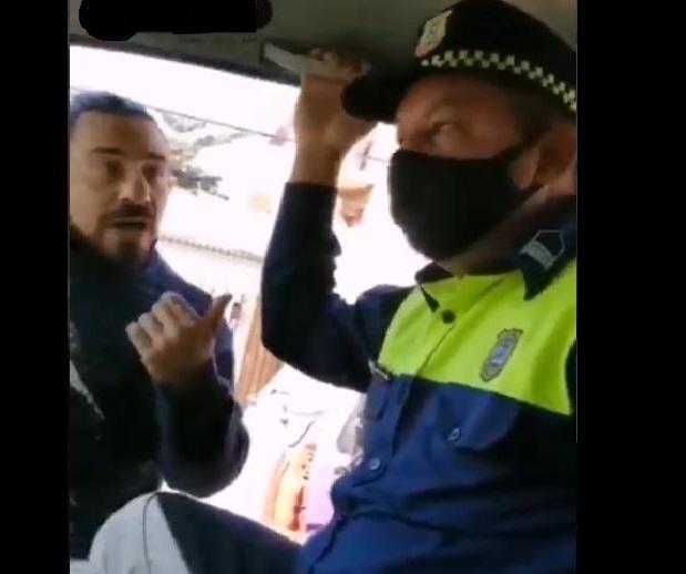 Momento en que el conductor y el PMT discuten. (Captura vídeo)