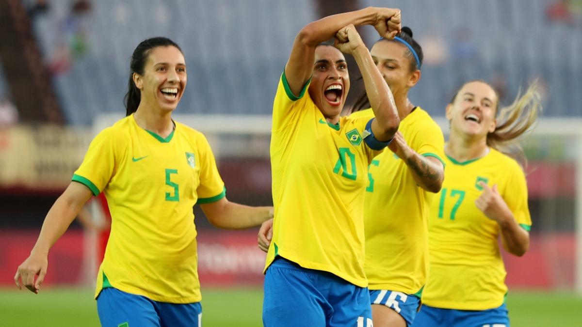 La estrella Marta, marcó dos goles en el debut de Brasil. Foto: Marca Claro