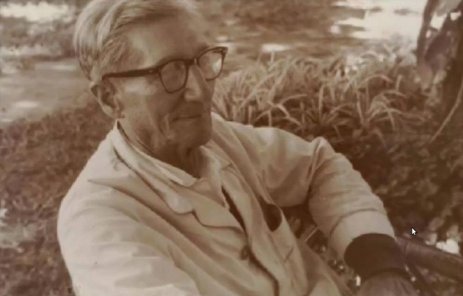 León Cadogan. Archivo