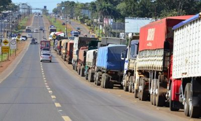 Camioneros se manifiestan. (Foto Radio Ñanduti)