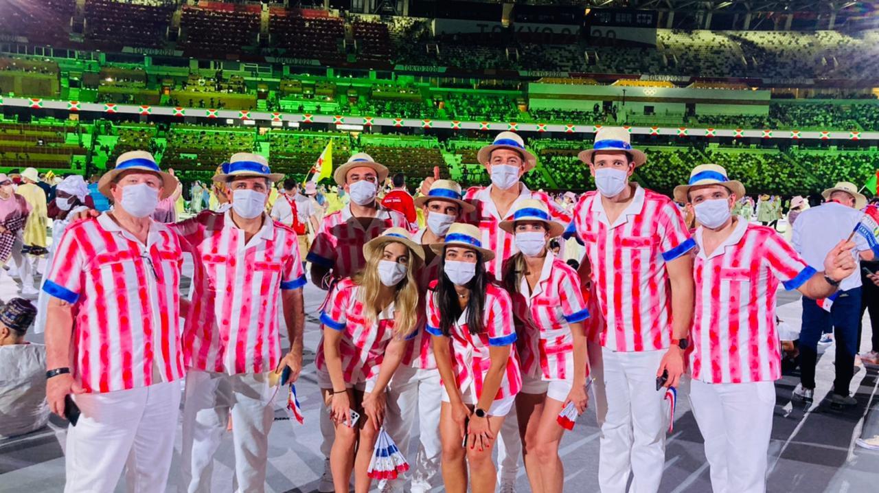 El look olímpico de Paraguay, creado por Carlos Burró. Foto: Vía @coparaguay
