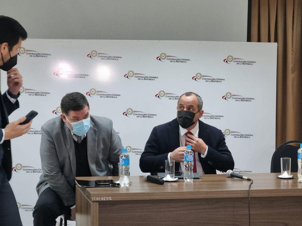 El contralor Camilo Benítez, en conferencia de prensa. (Foto Radio Ñanduti).