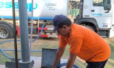 El agua puede ser retirada mediante camiones cisternas o tanques propios de las personas que deseen, acercándose a los Centros de Distribución habilitados. Foto: Gentileza.
