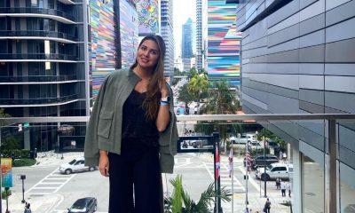 Isabel Pampliega con un look Básicas. Foto: Gentileza.
