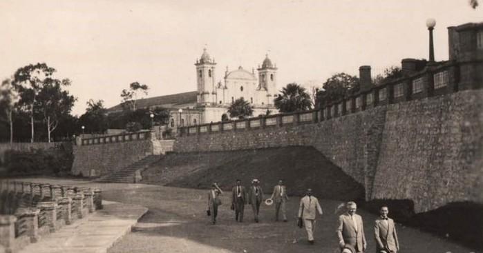Las murallas, vitales en el proceso de consolidación de la ciudad. Ca. 1930. Colección Eduardo Alfaro Riera
