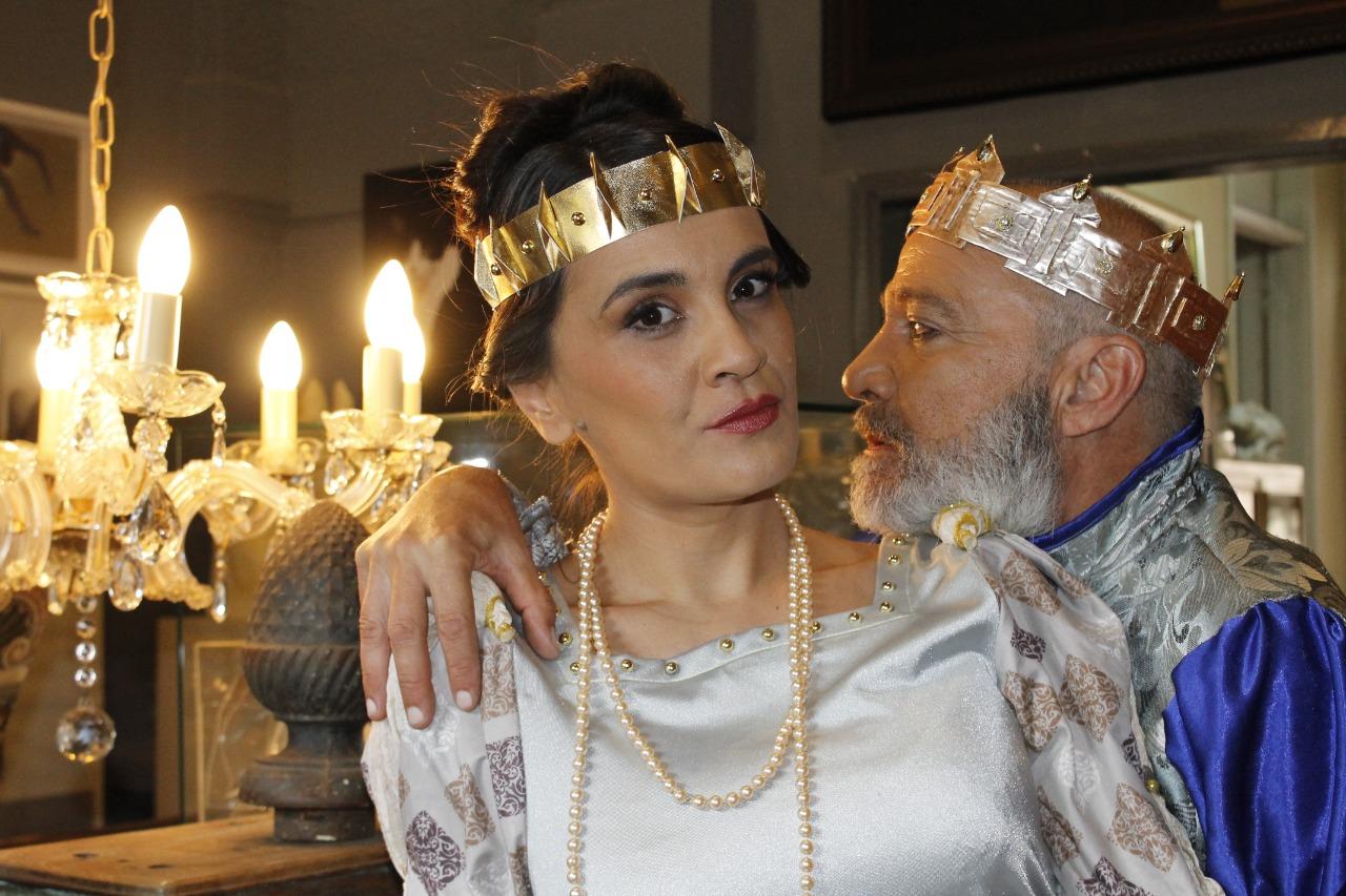 Silvio Rodas, como Gertrudis y Claudio