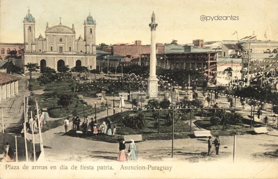 Plaza Constitución, cuartel de la Ribera, casa de Don Carlos y Catedral. Ca. 1900. Fuente: Paraguay de antes.