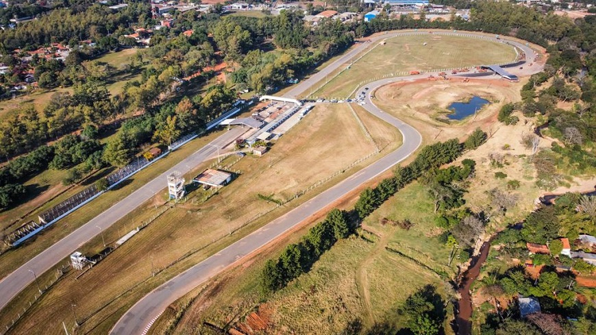 Vista aérea del mega vacunatorio del Autódromo Rubén Dumot. Foto: Ministerio de Salud.