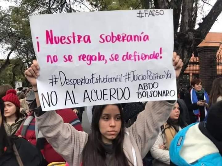 Manifestantes del Frente G.uasu. (Foto Frente Guasu).