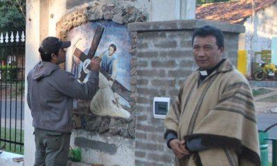 En otro momento, Paublo Jiménez, en su faceta de sacerdote. (Foto Altos TV)