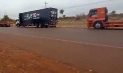 Así están parados los camioneros en Hernandarias. (Captura video).
