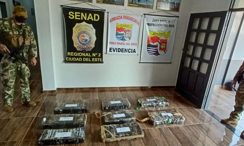 Tras recorridos fluviales y terrestres, el equipo logró el hallazgo y decomiso de marihuana. Foto: SENAD.