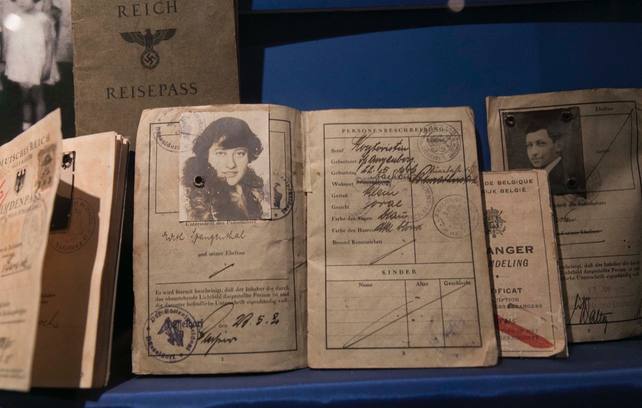 Sala Azul o Sala de la Esperanza. Pasaportes y visas de inmigrantes judíos © Laura Mandelik
