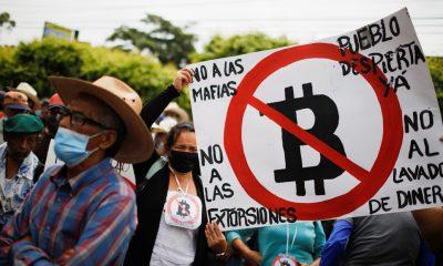 Los salvadoreños rechazan el Bictoin como moneda legal. Foto: RT.
