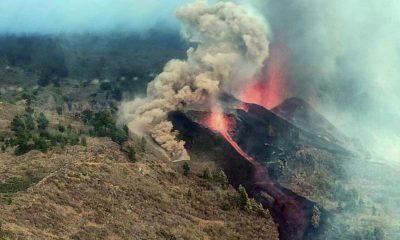 La actividad volcánica, que podría durar varias semanas o meses según especialista, provocó hasta ahora la destrucción de viviendas, forestación y la evacuación de pobladores hacia zonas seguras. Foto: Agencias.