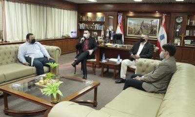 Momento de la reunión que terminó con un acuerdo entre las partes. (Gentileza)