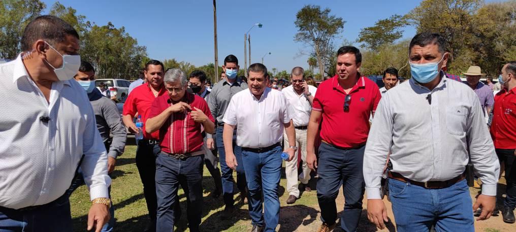Durante la llegada de Horacio Cartes y la comitiva. (Foto GEN).
