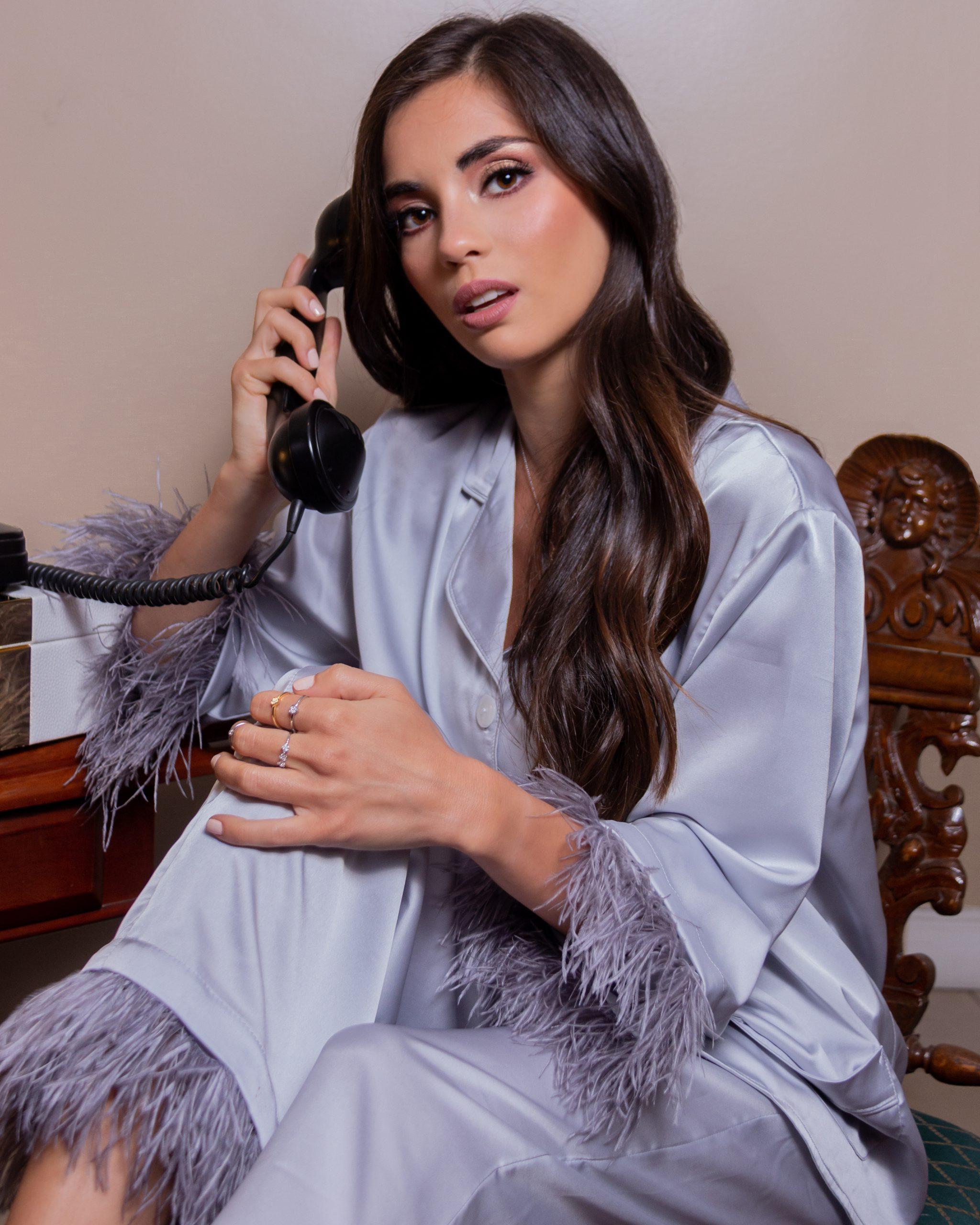 Pijamas con plumas, el comfy con glamour con House of Ginger. Foto: Gentileza.