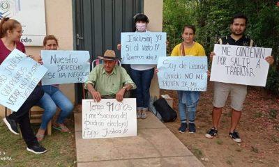 Parte del grupo que se manifiesta en José Leandro Oviedo. (Foto Radio Cáritas)