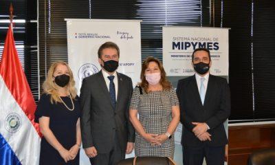 Autoridades que participaron en el lanzamiento del concurso. (Foto IP)