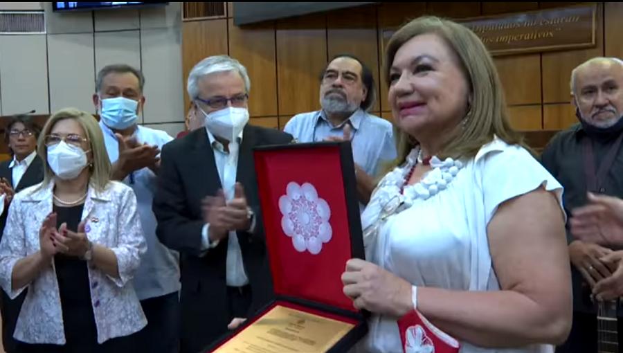 Raquel Rojas, parlamentarios y exponentes del teatro. Cortesía