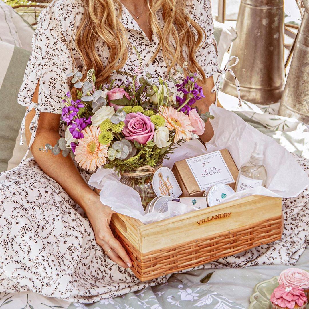 Flores y más... un detalle que podés darle a alguien especial... como por ejemplo... a vos misma. Foto: Villandry