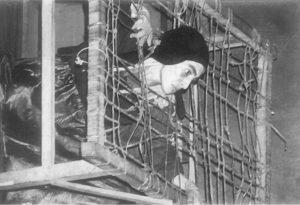 Yiya Gunsett en Noche de pesca, de Bertolt Brecht, alusión a la censura y la persecución. Archivo Aty Ñe'ẽ