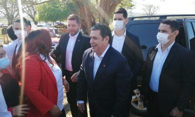 Horacio Cartes mientras llegaba. (Foto Radio Ñanduti).