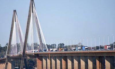 Así es la vista del puente San Roque González de Santa Cruz. Una imagen que no se veía hace más de un año y medio. (Foto Twitter).