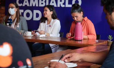 Johanna Ortega, desayunando antes de la conferencia de prensa. (Foto Johanna Ortega).