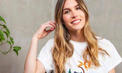 Flo Amigo con una remera creada para Blume que tiene una ilustración propia. Foto: Gentileza.