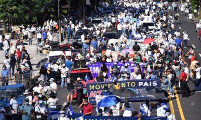 Marcha en El Salvador. Foto: Infobae.