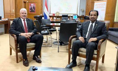 Wiens con el encargado de negocios de Qatar en Paraguay, Saeed Bin Hamad M.J. Al-Marri. Foto: MOPC